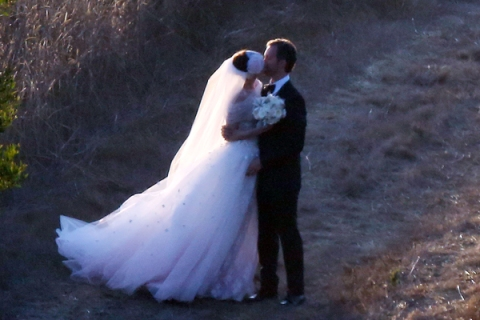 Anne Hathaway and Adam Shulman tie the knot in Big Sur with a sunset Wedding