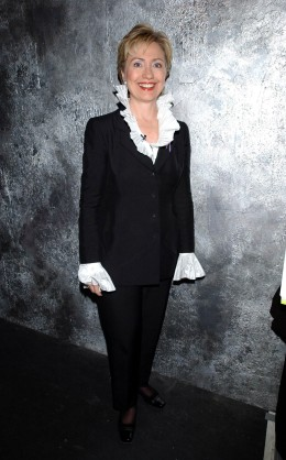 image: Hillary Clinton at he 2001 VH1/Vogue Fashion Awards - Backstage