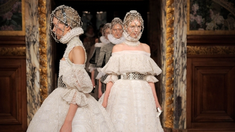 Alexander McQueen - Runway RTW - Fall 2013 - Paris Fashion Week