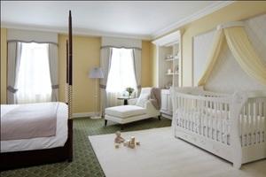 news-8966tn300200ft1367474093Grosvenor_House_Suite_-_Bedroom
